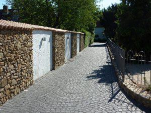 LA-CAVA-Bruchsteinmauer-für Hofeinfahrt 550