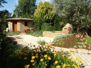 LA-CAVA-Gartengestaltung-mit-Gartenhaus
