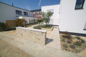 LA-CAVA-Gestaltung-mit-Bruchsteinmauern
