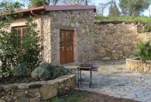 La-Cava-Gartenhaus-mit-Natursteinmauern