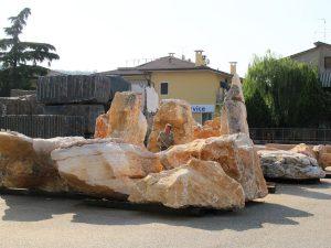 la-cava-felsen-im-italienischen-lager