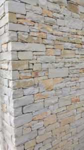 LA-CAVA-Bruchsteinmauer-Perrigny