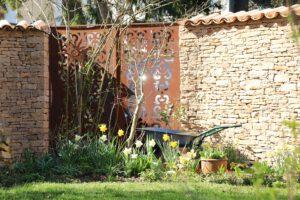la-cava-bruchsteinmauer-mit-eisentor