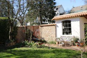 la-cava-gartenhaus-mit-bruchsteinmauer