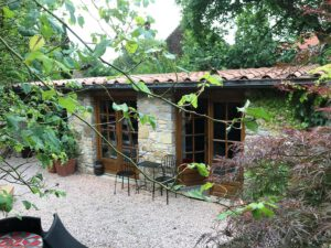 la-cava-naturstein-gartenhaus